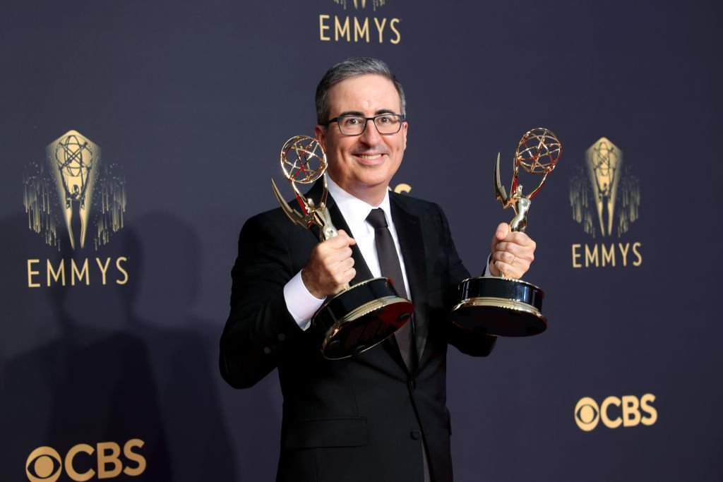 John Oliver poses in the press room during the 73rd Primetime Emmy Awards, September 2021 | Source: Getty Images
