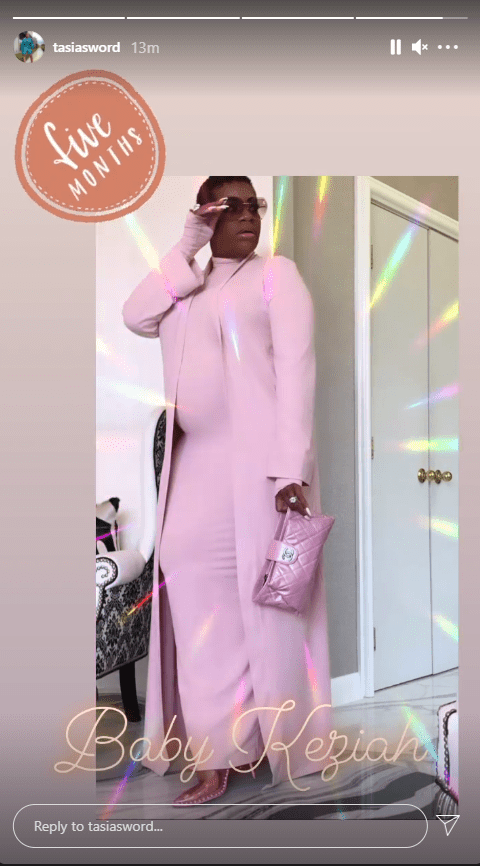 Singer Fantasia Barrino looking adorable in a pink ensemble as she flaunts her baby bump. | Photo: Instagram/tasiasworld