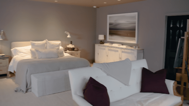 Jessica Alba's home: master bedroom   Photo: YouTube/Architectural Digest