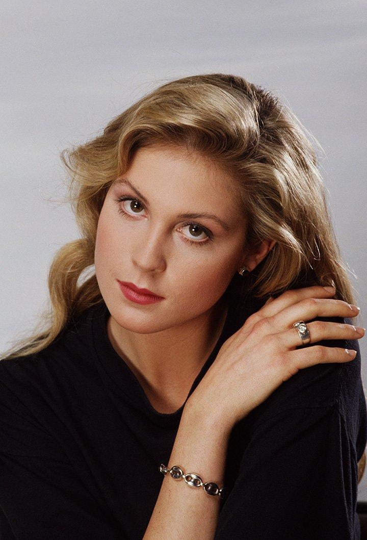 Kelly Rutherford poses during a 1989 portrait session in Beverly Hills, California. I Image: Getty Images.