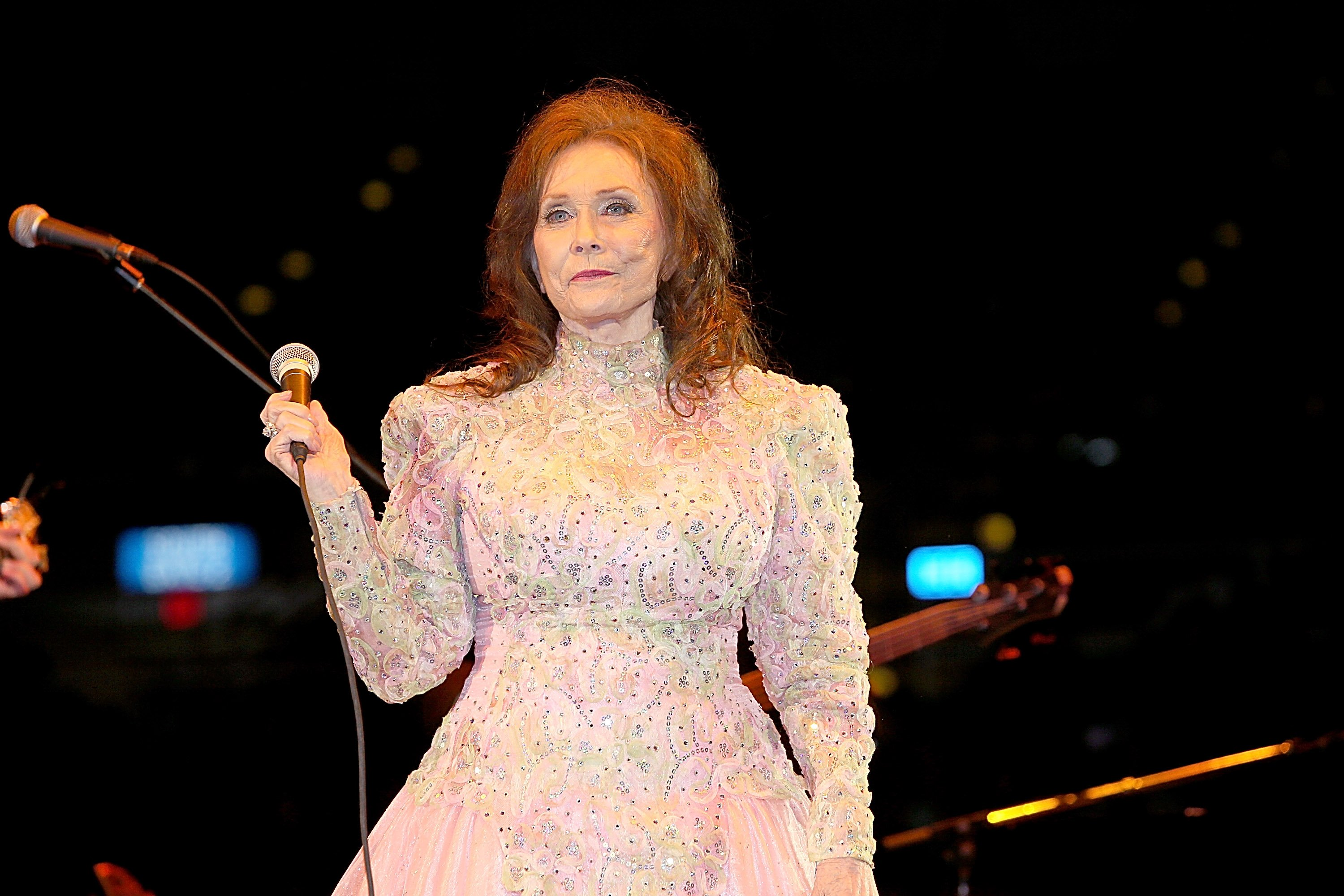 Loretta Lynn performs at Adrian Phillips Ballroom July 31, 2004 in Atlantic City, New Jersey. | Source: Getty Images
