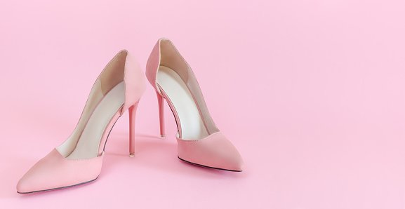 Chaussures en rose. | Photo : Getty Images