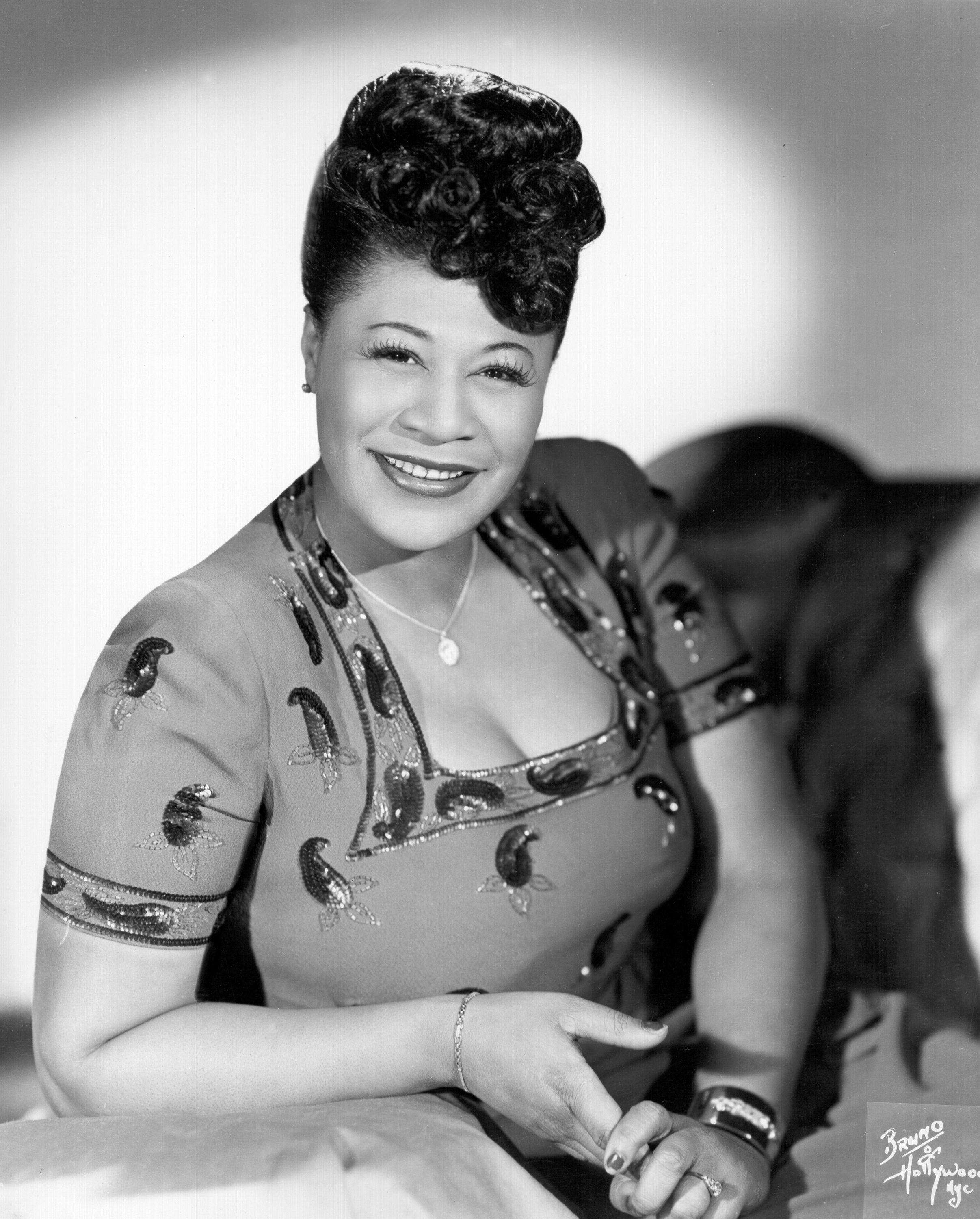 Jazz singer Ella Fitzgerald poses for a portrait circa 1945 in New York City, New York. | Photo: Getty Images