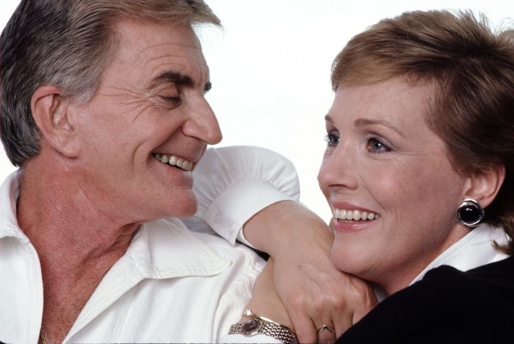 Julie Andrews and Blake Edwards pose together in a photoshoot. | Source: Getty Images
