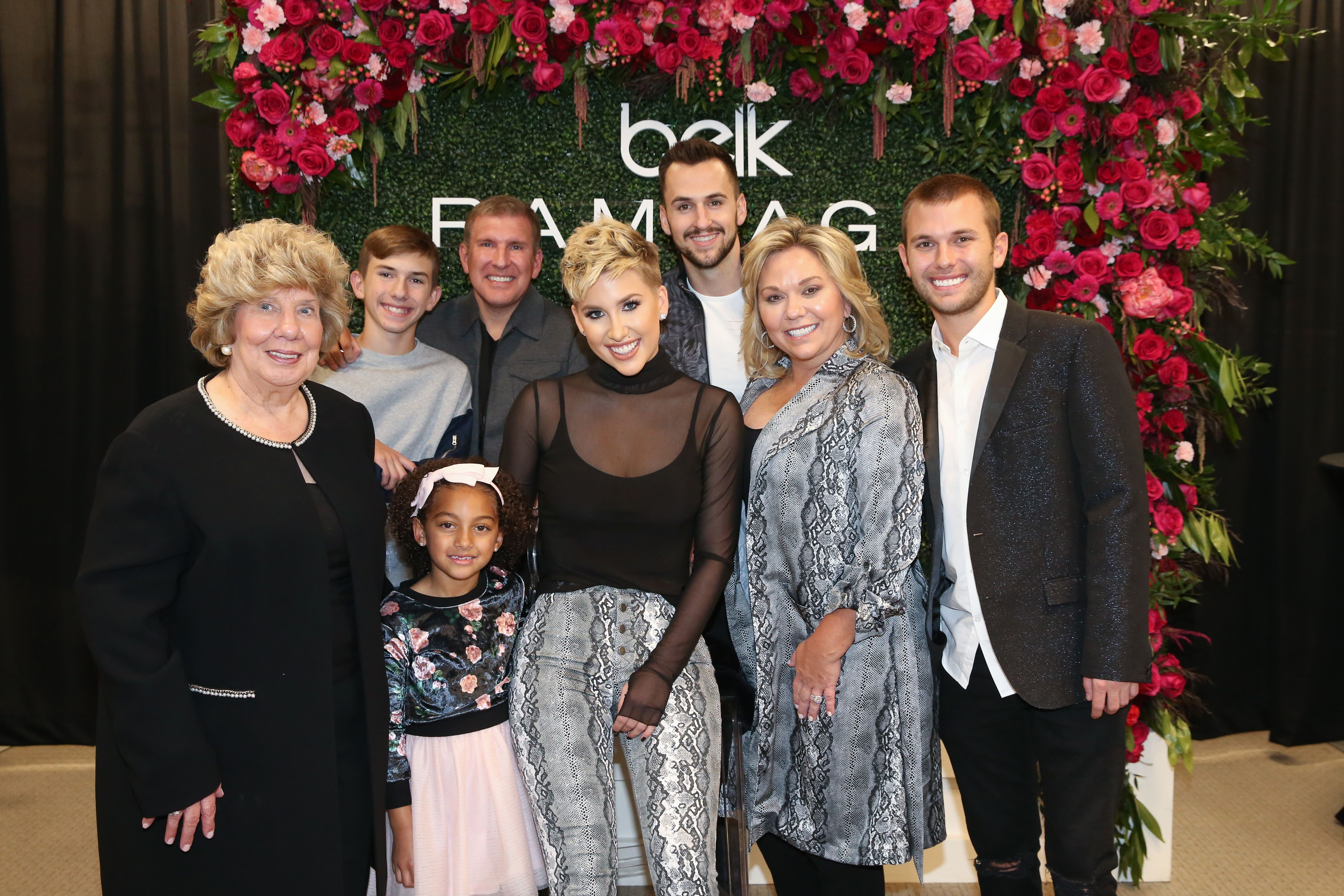 (Front) Faye, Chloe, Savannah, Julie, Chase Chrisley (Back row) Grayson andTodd Chrisley, and Nic Kerdiles at Savannah's appearance on November 05, 2019, in Franklin, Tennessee | Photo:Terry Wyatt/Getty Images