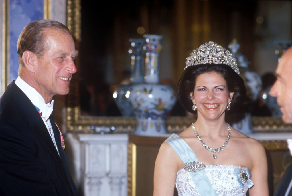 Queen Elizabeth II at the State Banquet wears the massive Braganza Tiara on 25th May 1983 | Photo: Getty Images