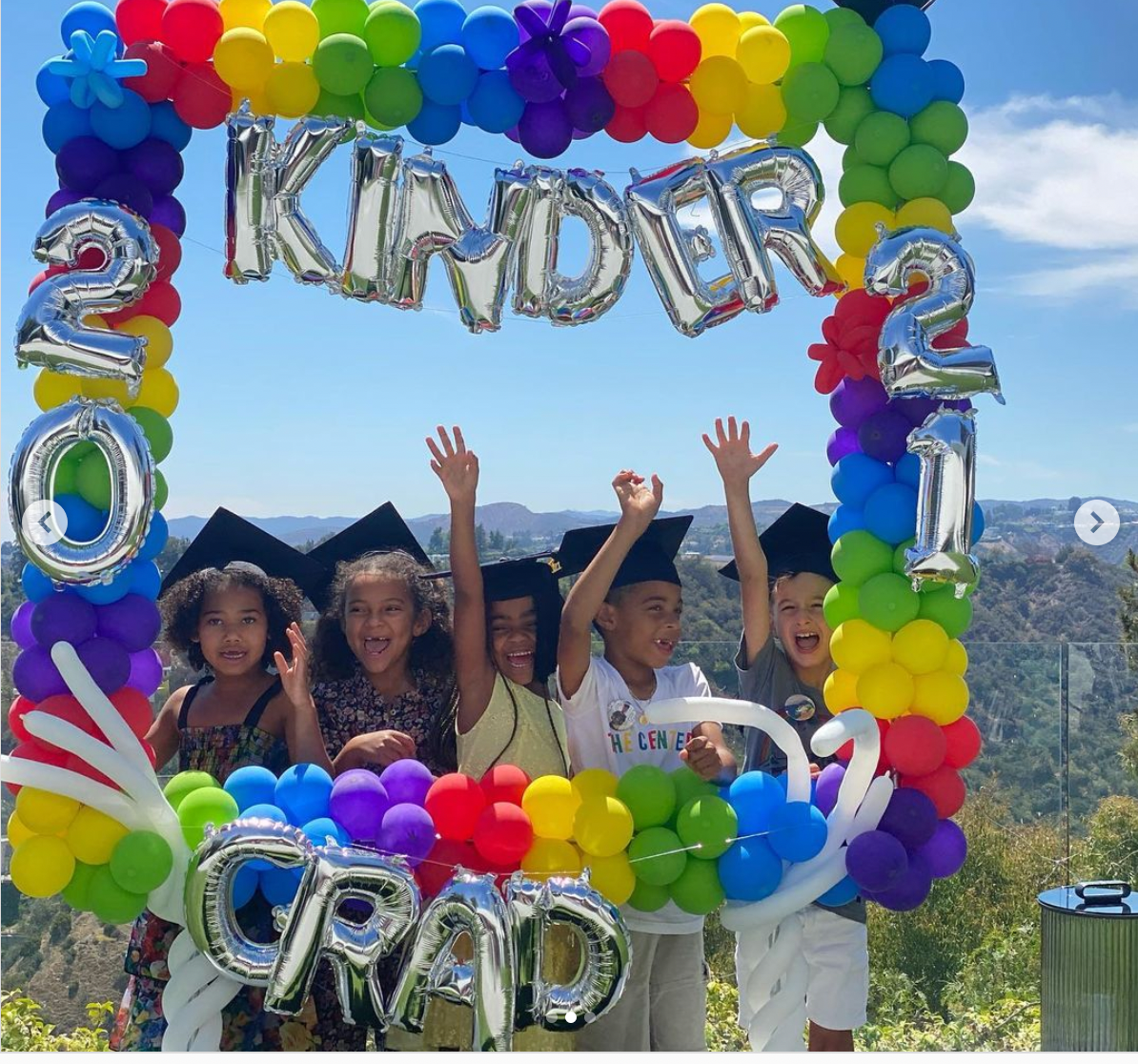 Kelly Rowland's son Titan poses with other graduands at his Kindergarten graduation ceremony. | Photo: Instagram/@Kellyrowland