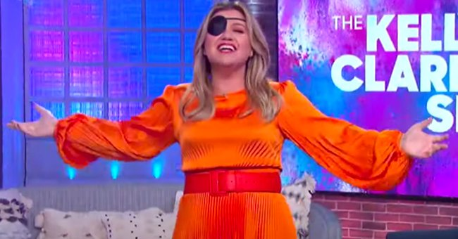 Kelly Clarkson Fans Are Concerned after She Was Spotted Wearing an Eye Patch