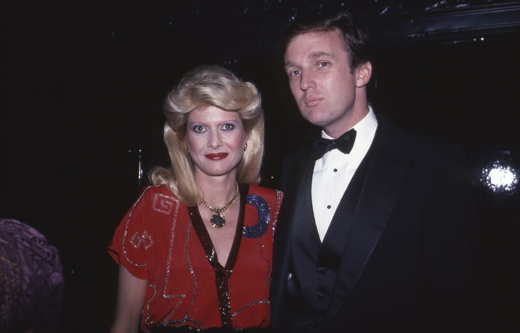 Ivana and Donald Trump at a New York social event, cieca 1985 | Source: Getty Images