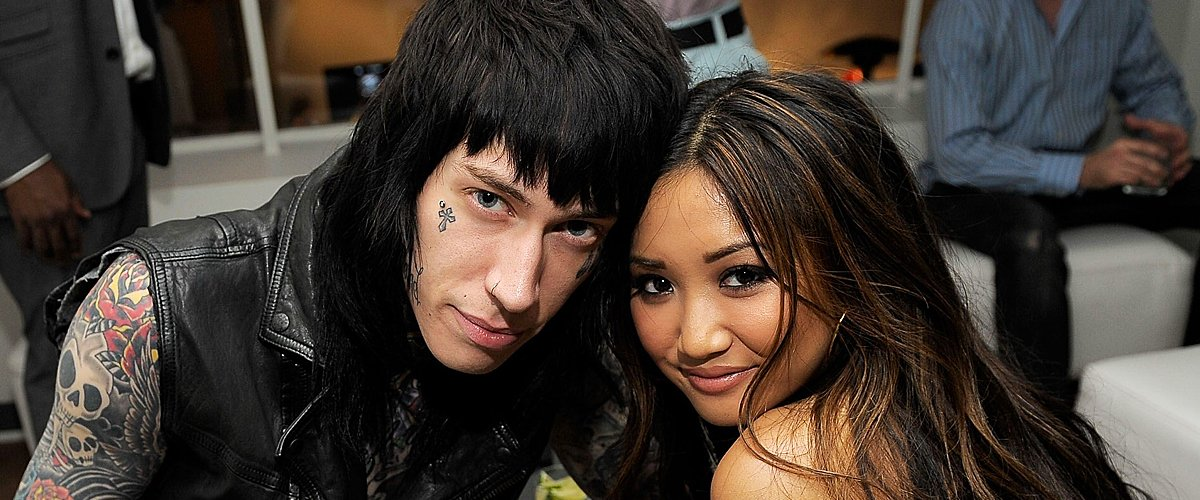 Trace Cyrus and Brenda Song attend the launch of the EVO 3D at the RadioShack Pop-Up 3D Lounge on June 23, 2011 | Photo: Getty Images