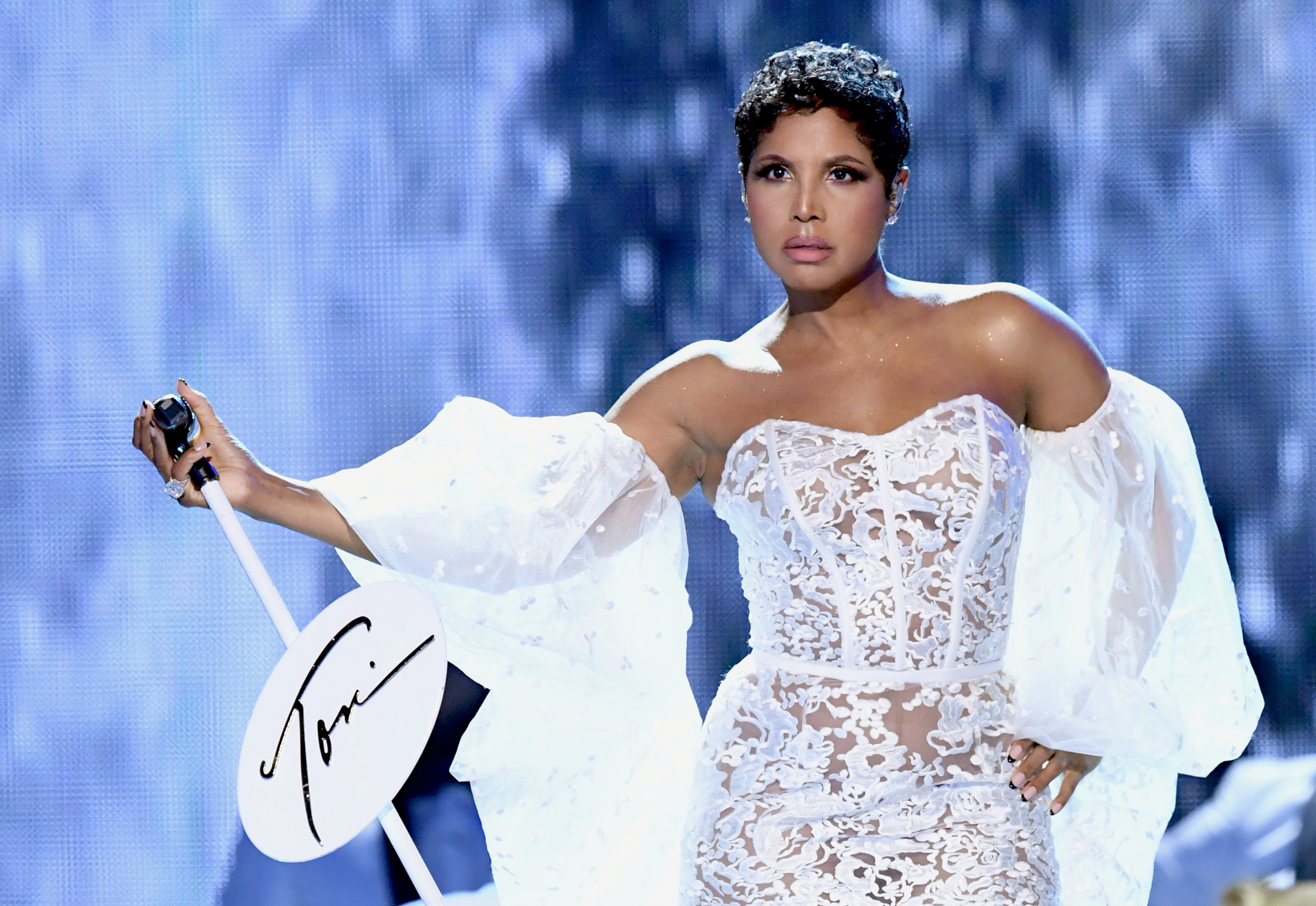 Toni Braxton performs at the 2019 American Music Awards at Microsoft Theater on November 24, 2019 in Los Angeles, California.| Source: Getty Images