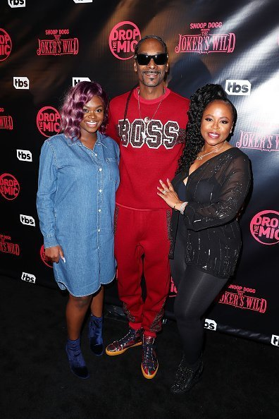"""Cori Broadus, Host Snoop Dogg (L) and Shante Broadus arrive at the Premiere for TBS's """"Drop The Mic"""" and """"The Joker's Wild"""" at The Highlight Room on October 11, 2017 in Los Angeles, California 