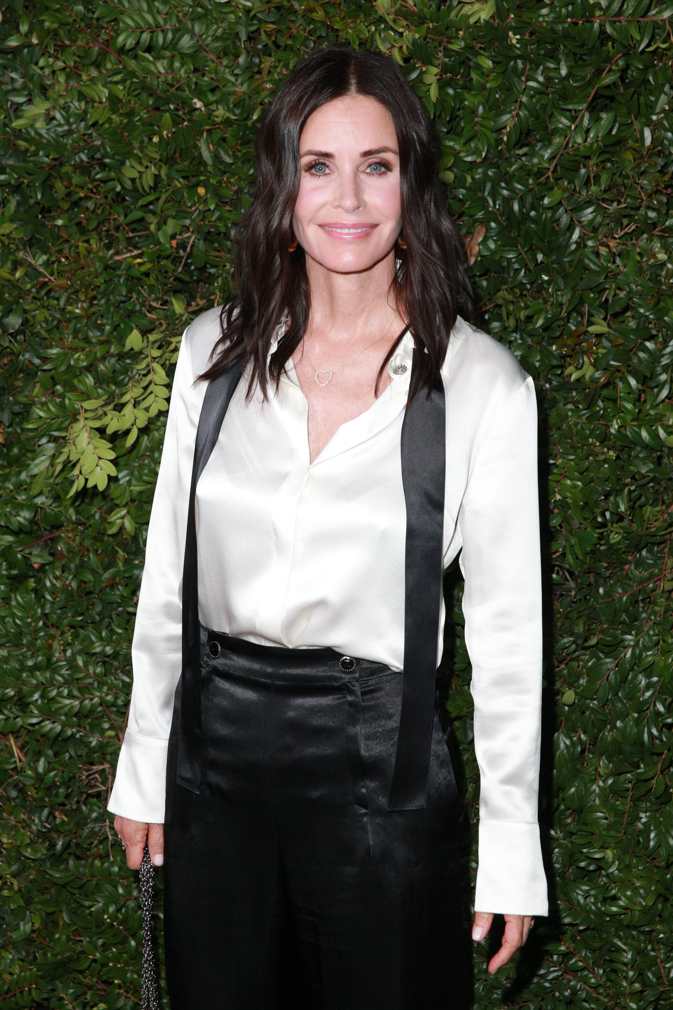 Courteney Cox attends the CHANEL Dinner Celebrating Our Majestic Oceans on June 2, 2018, in Malibu, California.   Source: Getty Images.