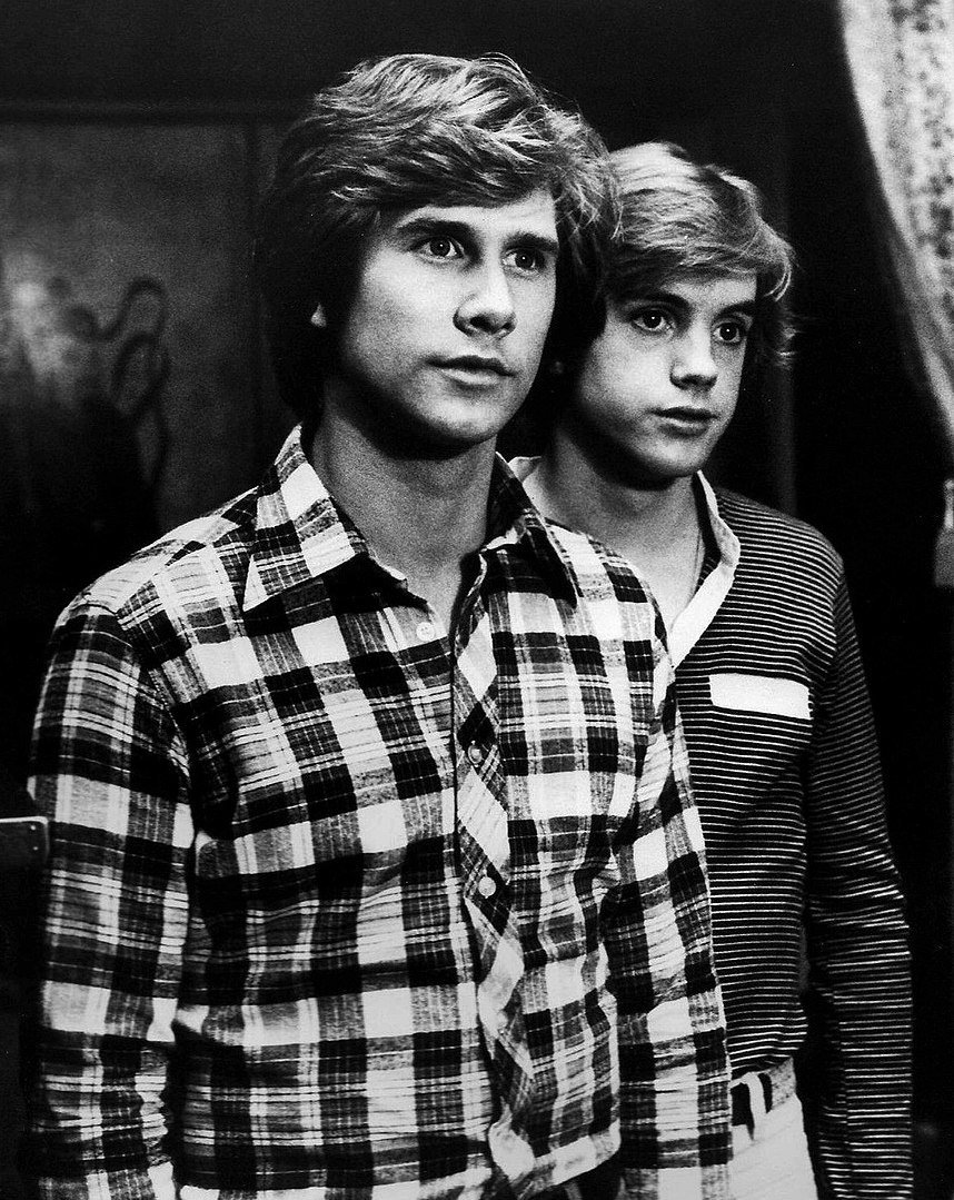 Photo of Parker Stevenson (left) and Shaun Cassidy (right) as the Hardy boys in 1977 | Photo: Wikimedia Commons Images
