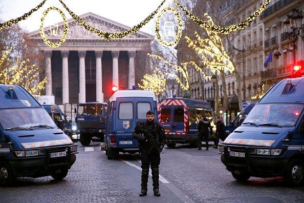 un gendarme sur la rue | Source : Getty Images