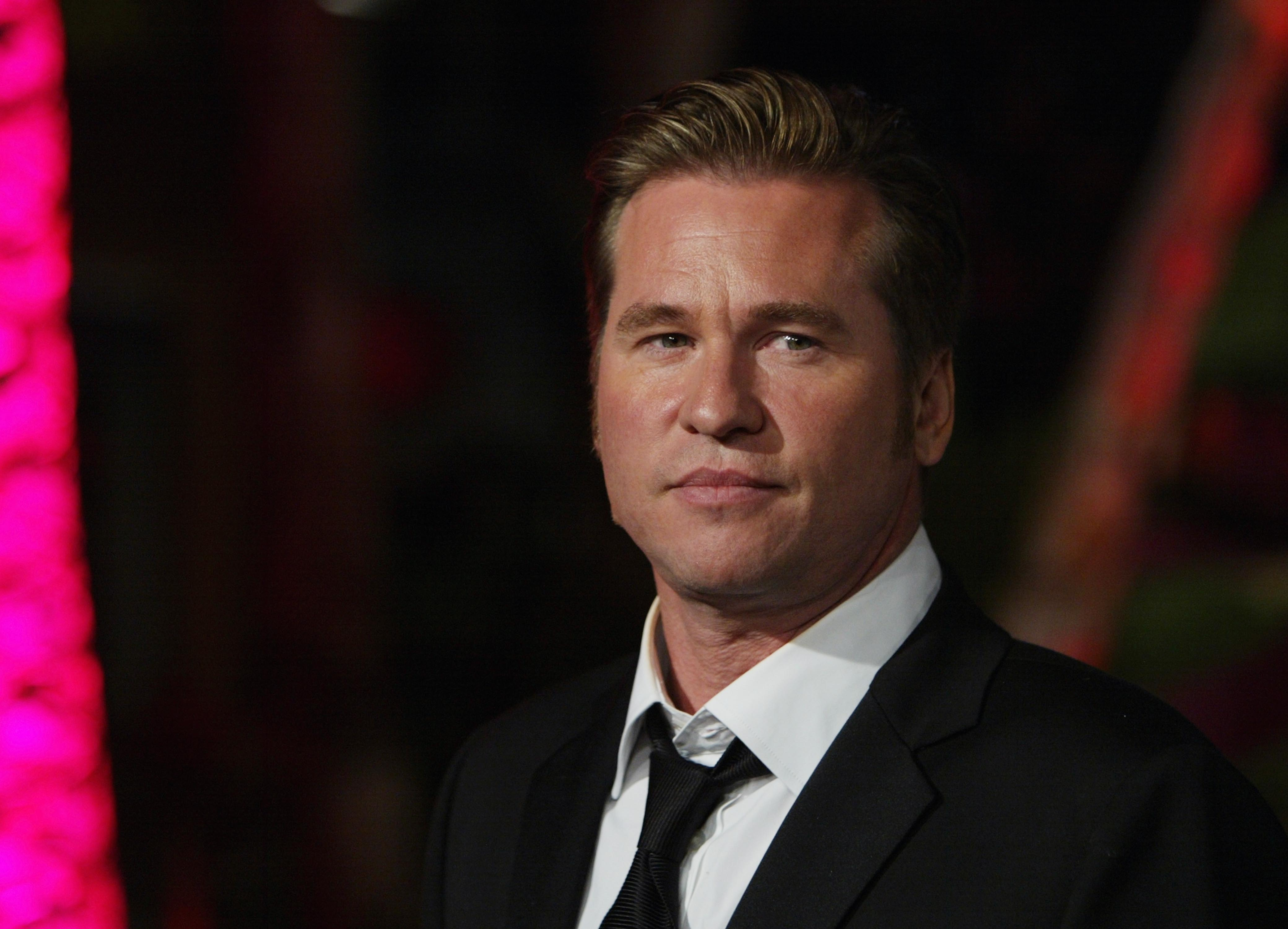 """""""Top Gun"""" actor Val Kilmer attends the 2004 Vanity Fair Oscars party in Mortons Restaurant, California. 
