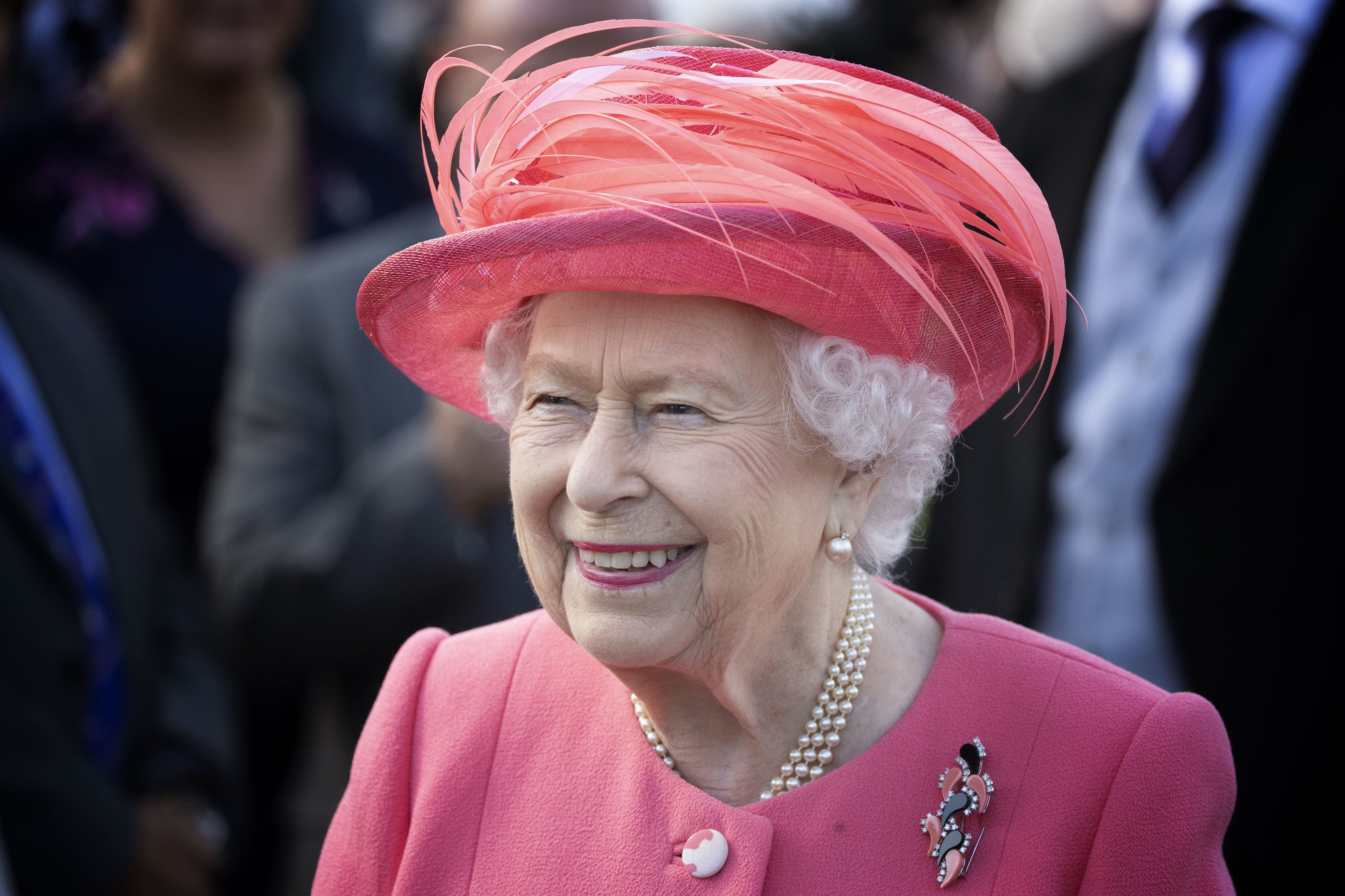 La reine Elizabeth assiste à une Garden Party au Palais de Holyroodhouse en Ecosse | Photo : Getty Images