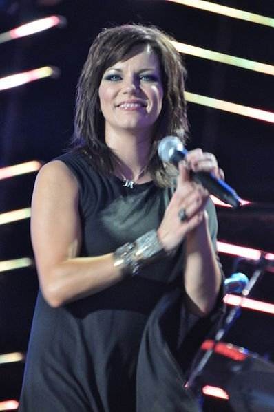 Martina McBride performing in June 2010. | Source: Wikimedia Commons