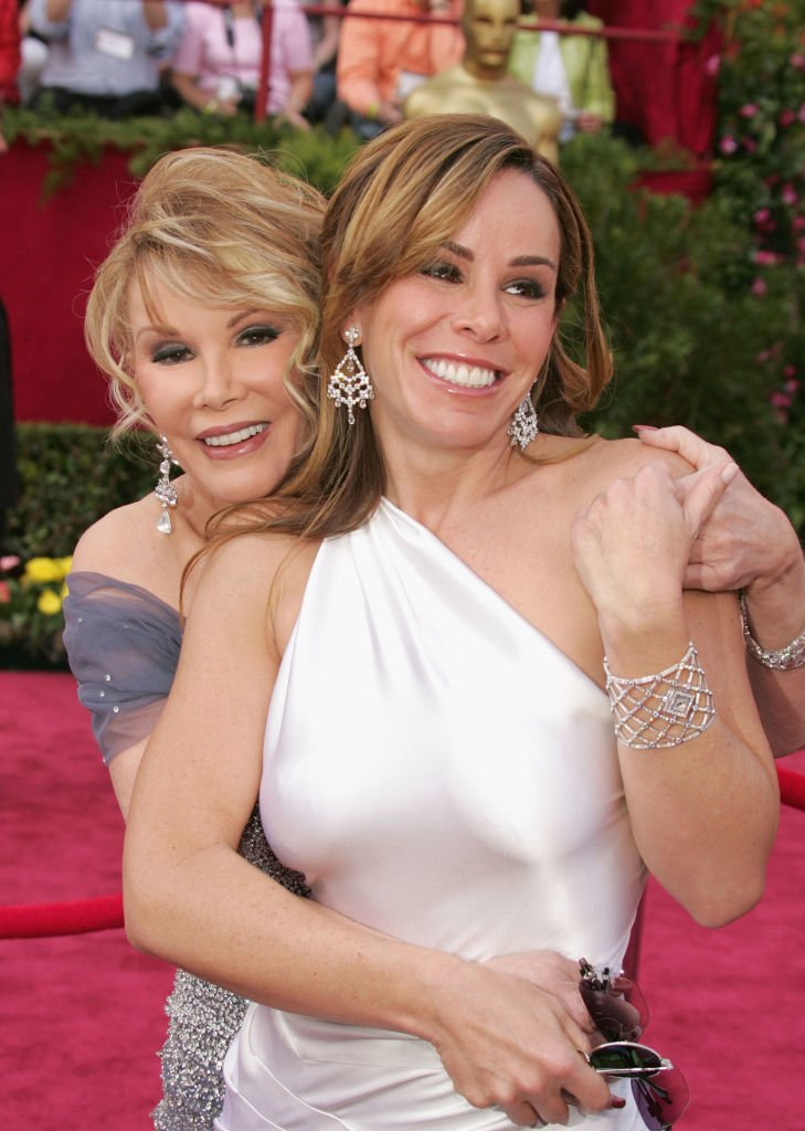 Joan Rivers embraces her daughter, Melissa Rivers as they arrived on the red carpet at the 77th Annual Academy Awards on February 27, 2005, in Hollywood, California | Source: Carlo Allegri/Getty Images