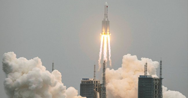 Portion of a Chinese Space Rocket Fell to the Earth in the Indian Ocean near the Maldives