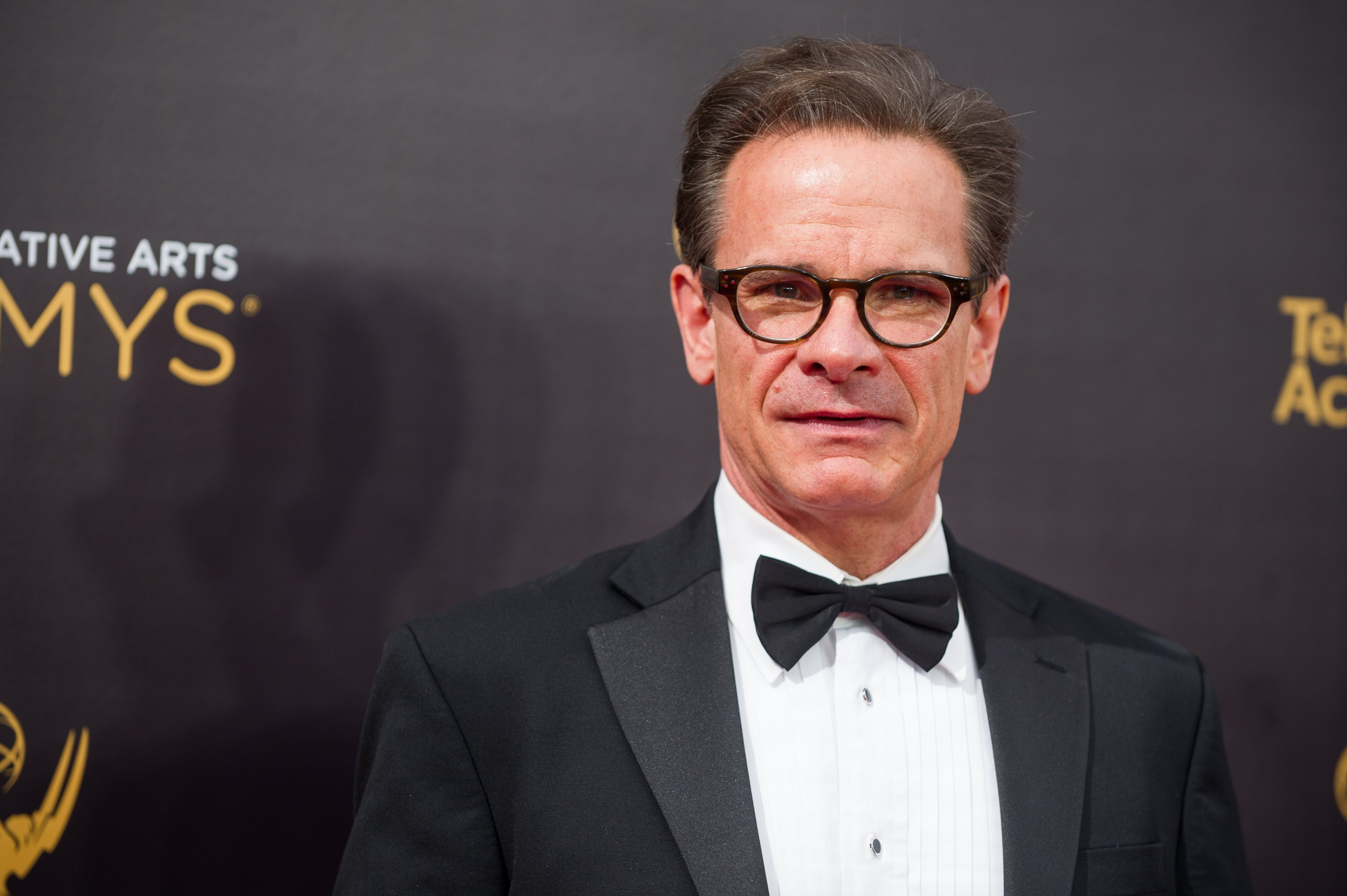Peter Scolari arrives at the Creative Arts Emmy Awards at Microsoft Theater on September 10, 2016 in Los Angeles, California | Photo: GettyImages
