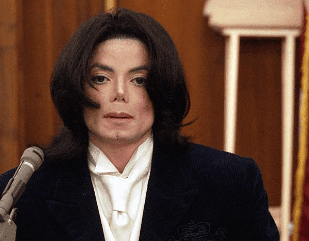 Michael Jackson testifies during his civil trial for backing out of concerts, on December 2001, in Santa Maria Superior Court, California | Source: Getty Images