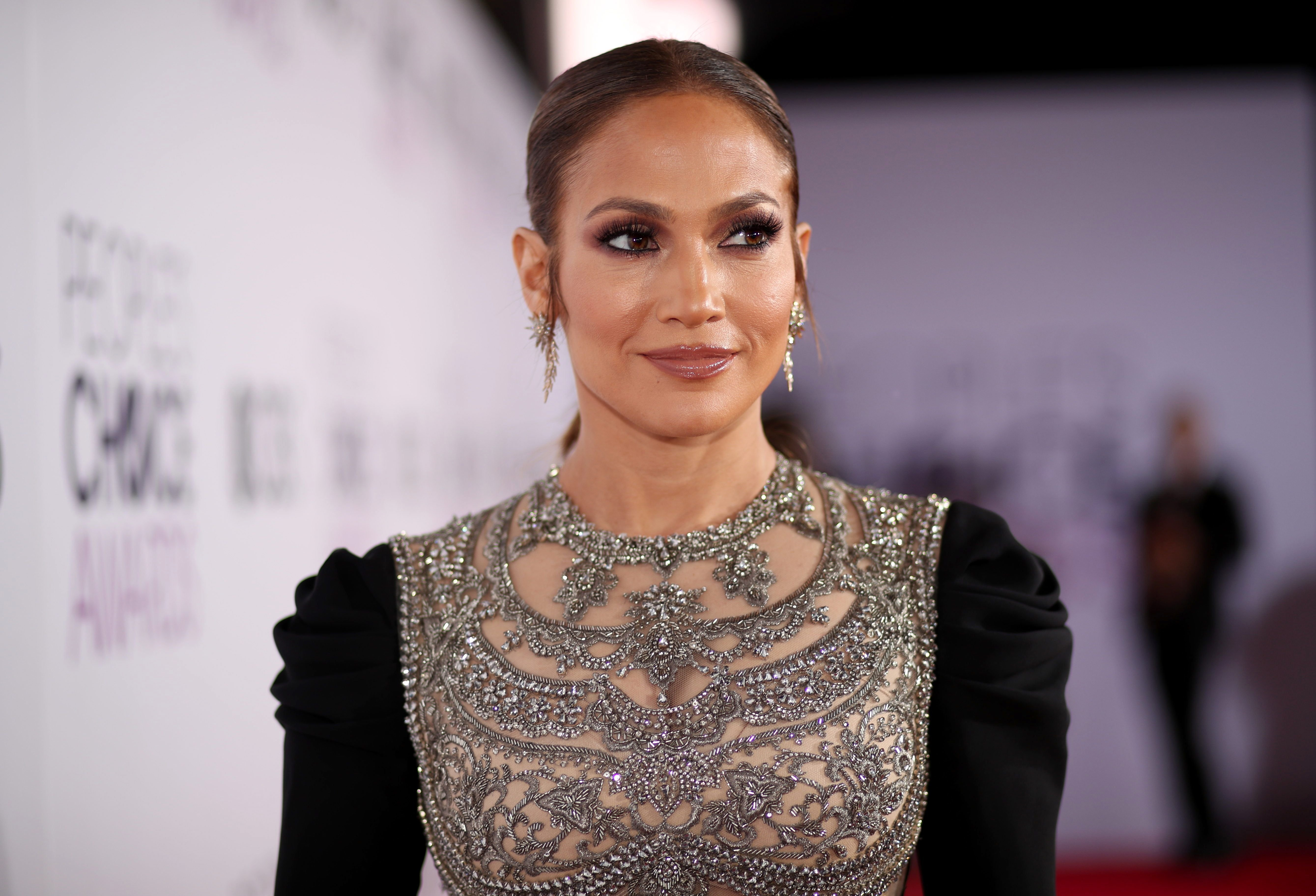 Jennifer Lopez at the People's Choice Awards 2017 at Microsoft Theater on January 18, 2017   Photo: Getty Images