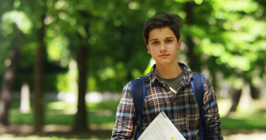 Photo of a teenager on his way back from school | Photo: Shutterstock