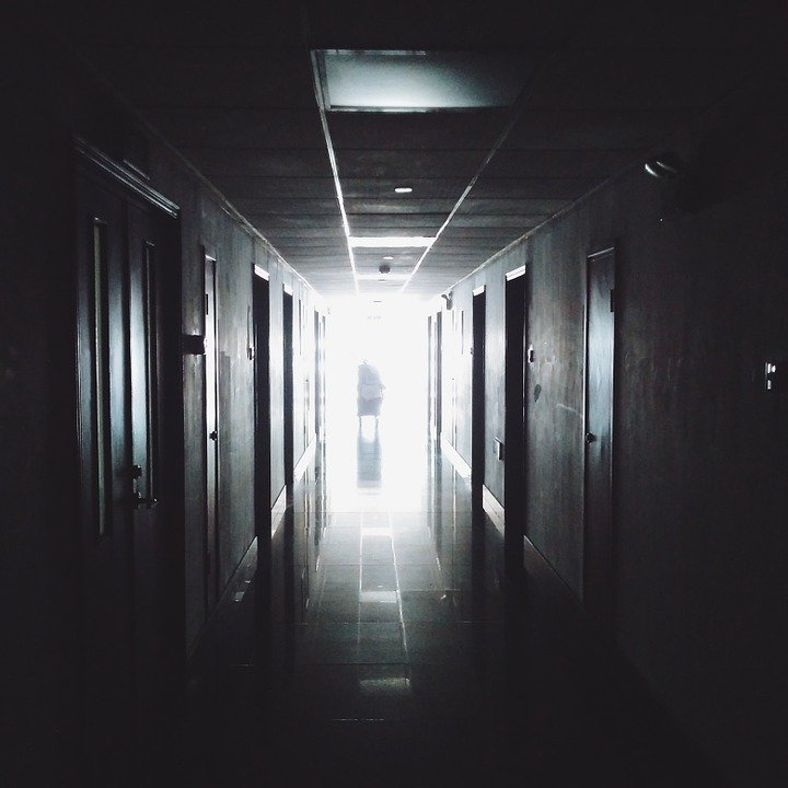An image of someone walking out of an hospital through the hall way | Photo: Pixabay