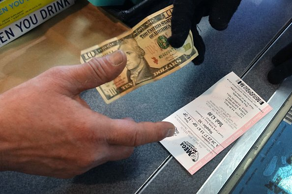A customer purchases a Mega Millions lottery ticket. | Photo: Getty Images