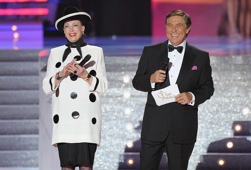 Geneviève de Fontenay et Jean-Pierre Foucault lors du gala Miss France 2010 / Source : Getty Images