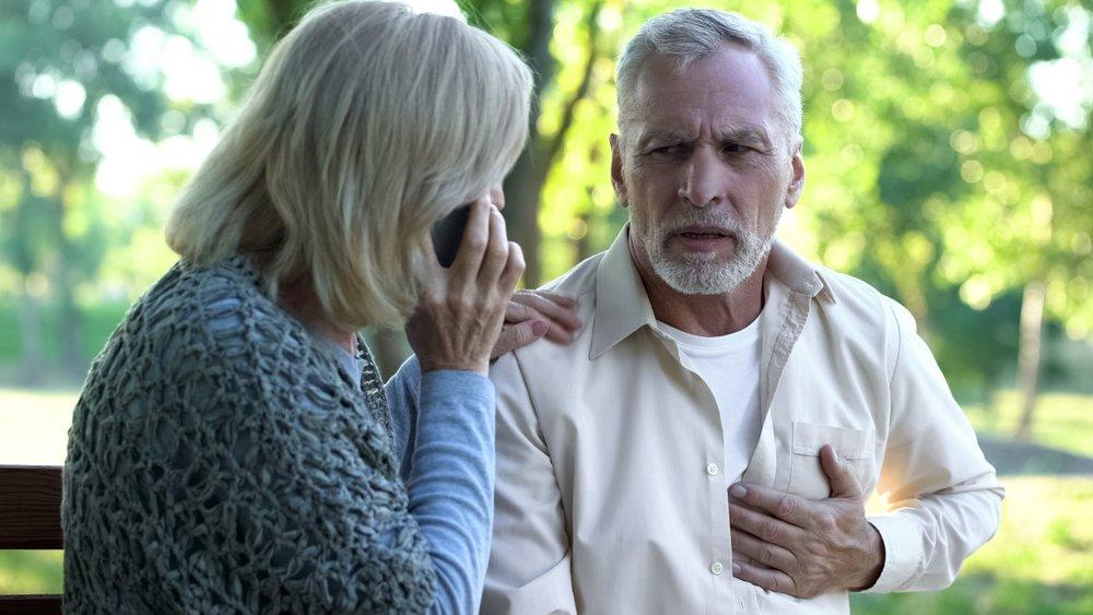 Homme souffrant d'inconfort cardiaque.    Photo : Shutterstock