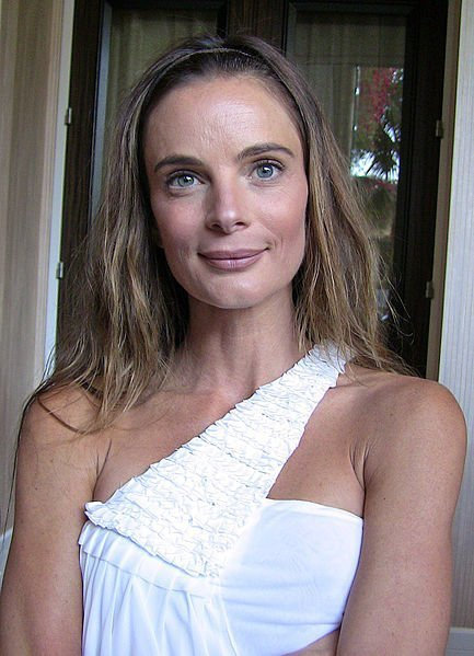Gabrielle Anwar at 23rd Genesis Awards. | Source: Wikimedia Commons