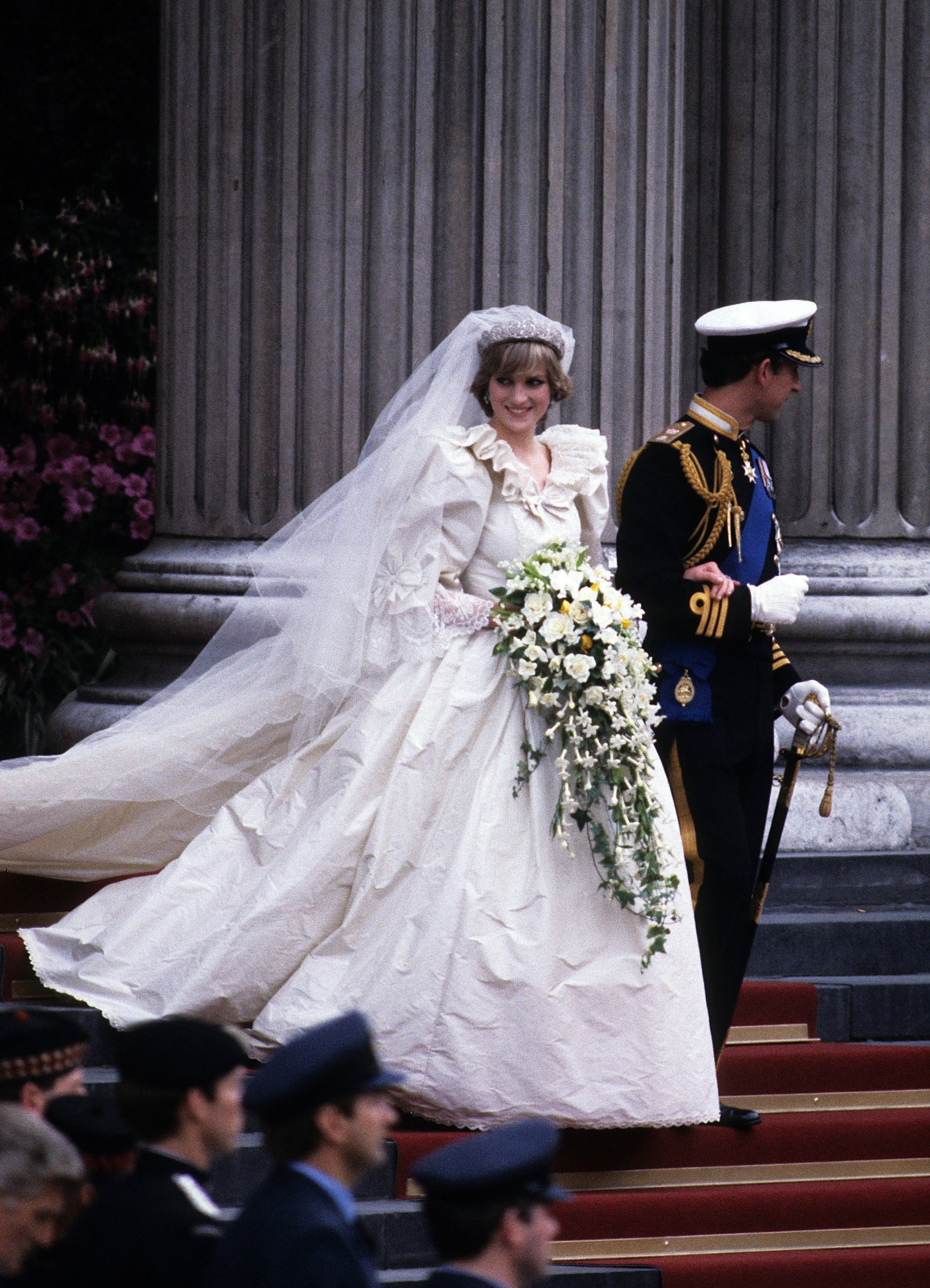 Prince Charles and late Princess Diana leave St. Paul's cathedral following their wedding July 29, 1981. | Source: Getty Images