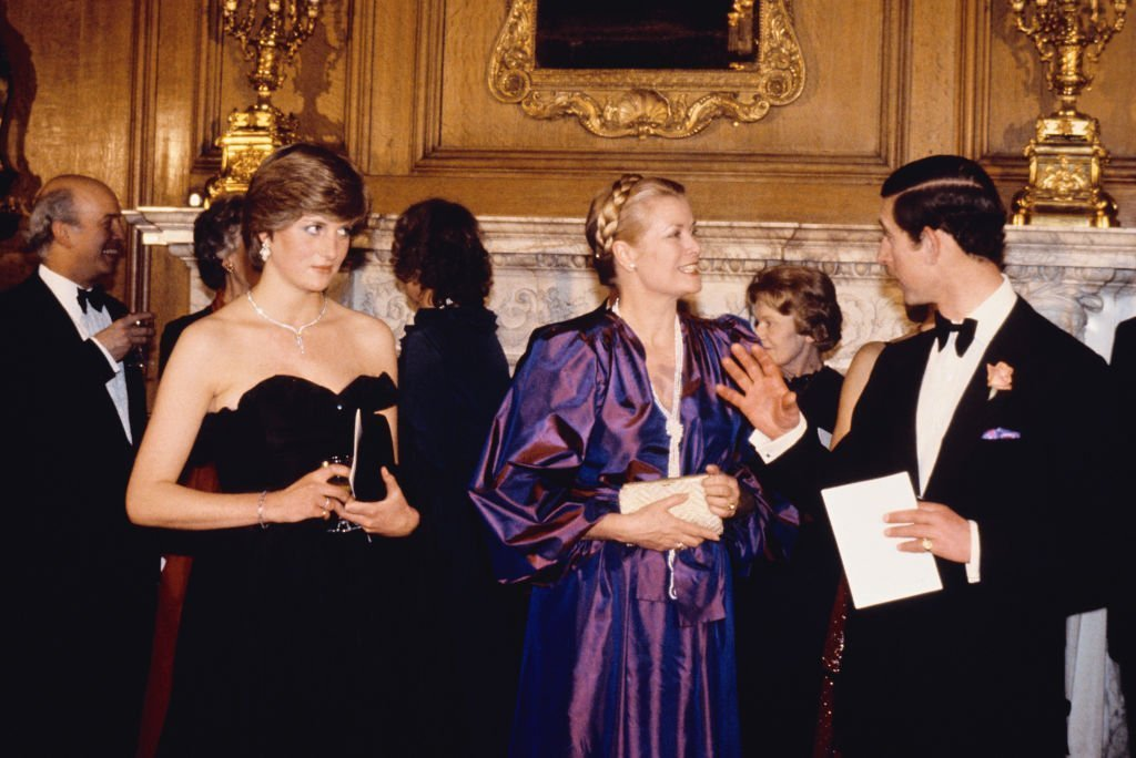 La Princesse Diana avec le Prince Charles et la Princesse Grace de Monaco, lors d'un concert de collecte de fonds | Photo : Getty Images
