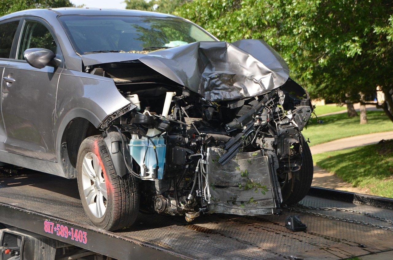 Une voiture détruit lors d'un accident.   Photo : Pixabay
