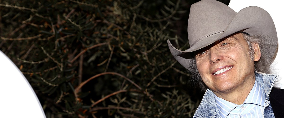 Dwight Yoakam poses before his performance for SiriusXM in the Hamptons at the Stephen Talkhouse: Performance Airs Live On SiriusXM on August 30, 2017 | Photo: Getty Images