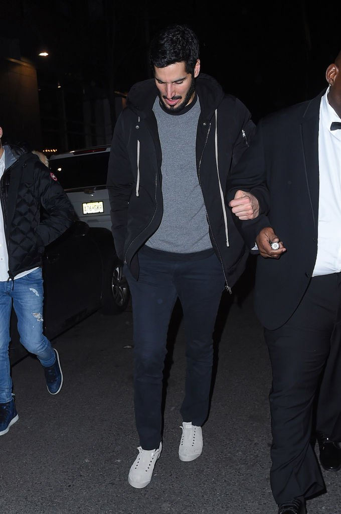 Hassan Jameel seen on the streets of Manhattan | Photo: Getty Images