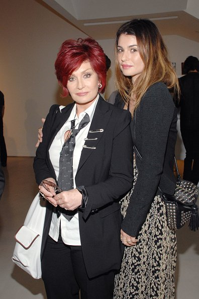 Sharon and Aimee Osbourne at PRISM GALLERY on June 4, 2010 in West Hollywood, California. | Photo: Getty Images