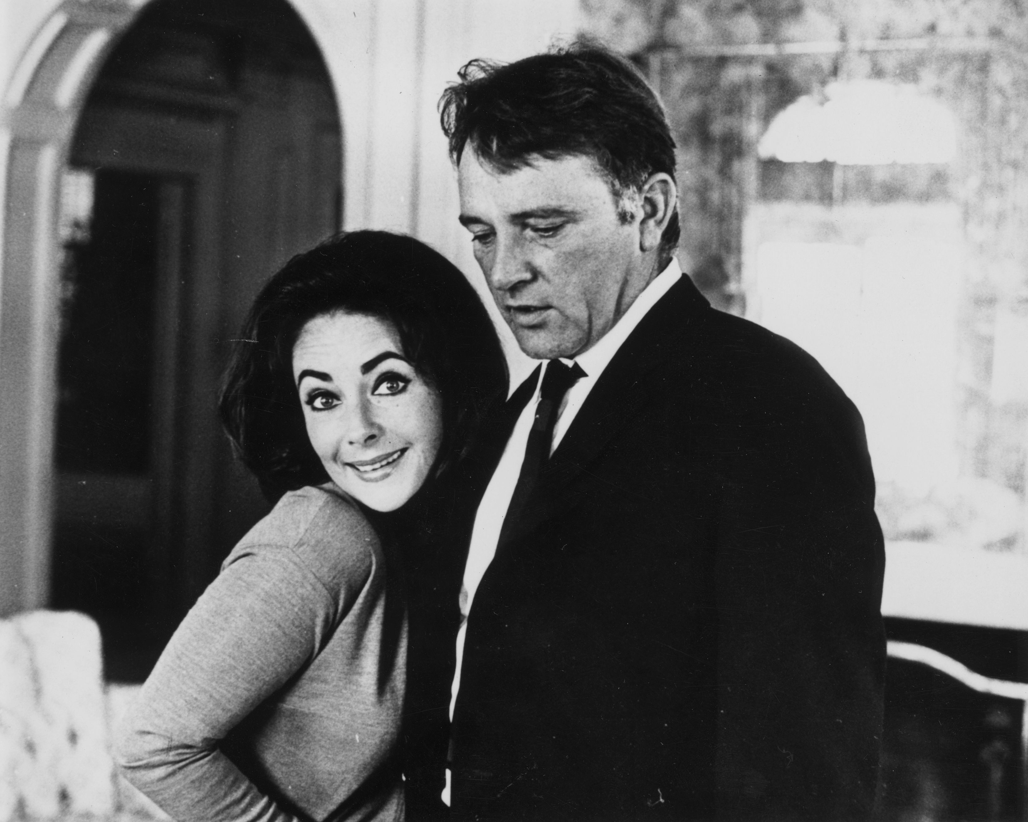 American actress Elizabeth Taylor with husband Welsh actor Richard Burton (1925 - 1984) in Los Angeles in 1963. | Source: Getty Images