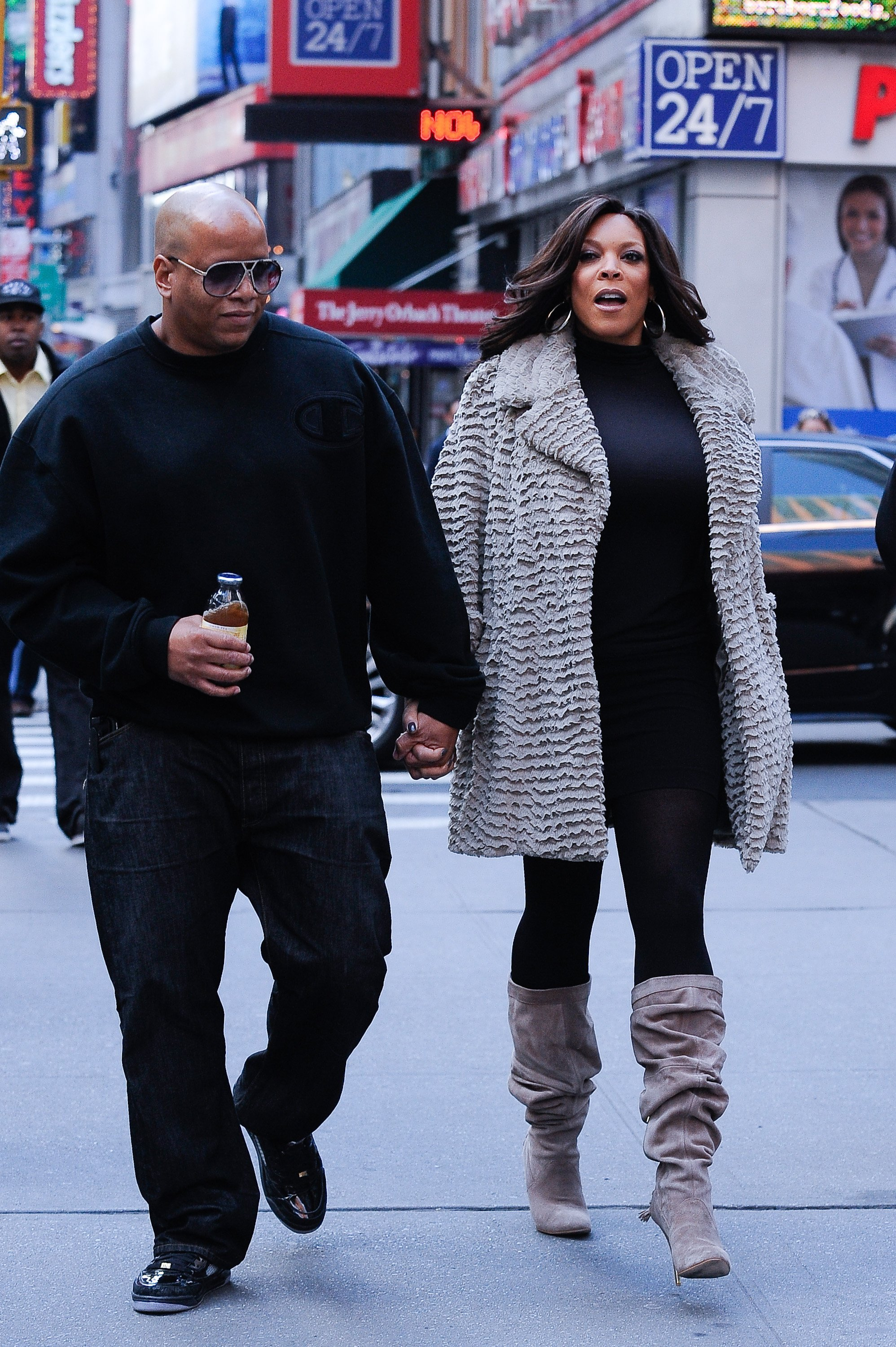 "Wendy Williams (R) and her husband Kevin Hunter leave the ""Celebrity Apprentice"" film set at Famiglia Restaurant on October 19, 2010. 