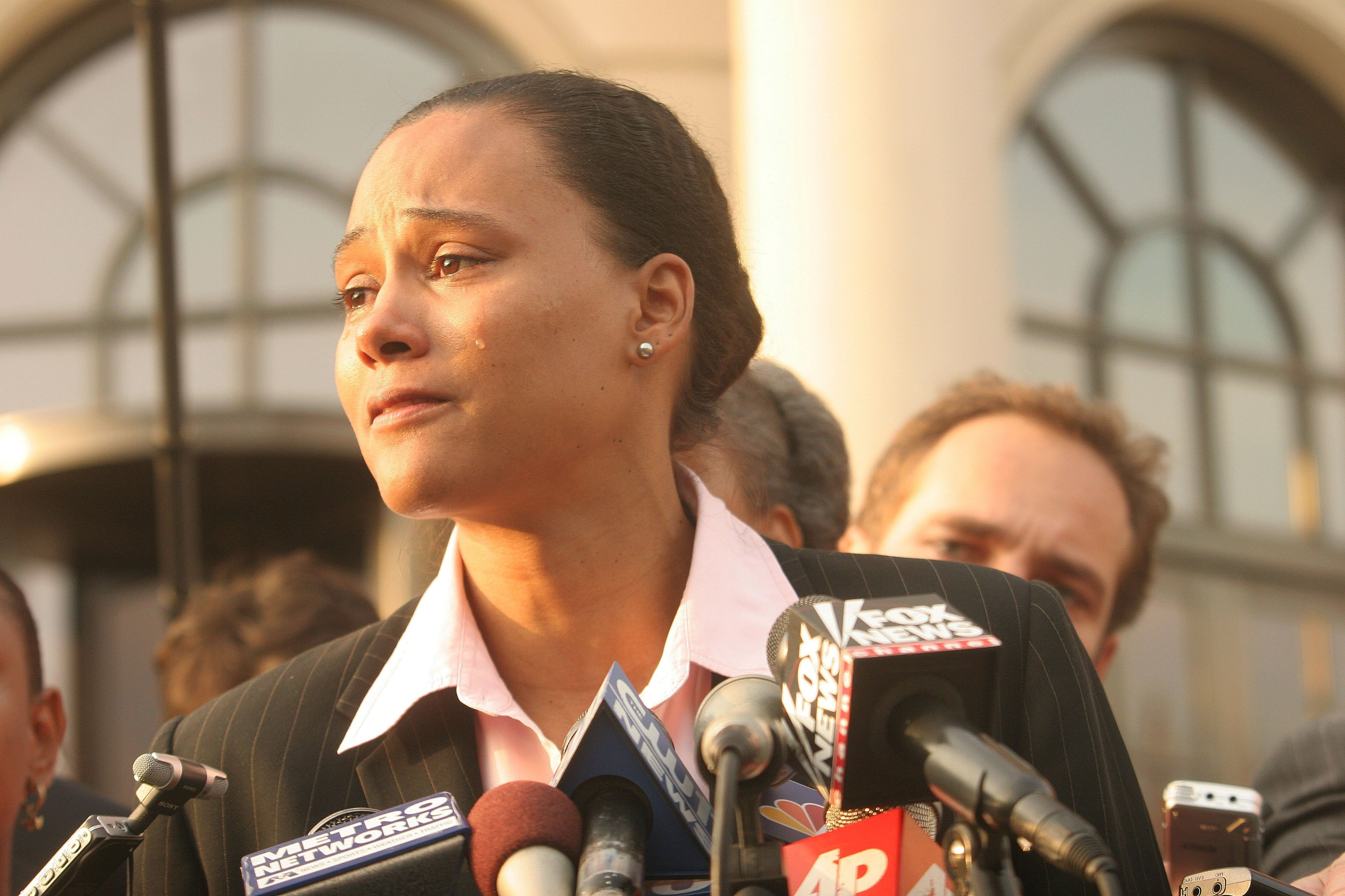 Marion Jones speaks to the media outside a US federal courthouse October 5, 2007, in White Plains, New York | Photo: Hiroko Masuike/Getty Images
