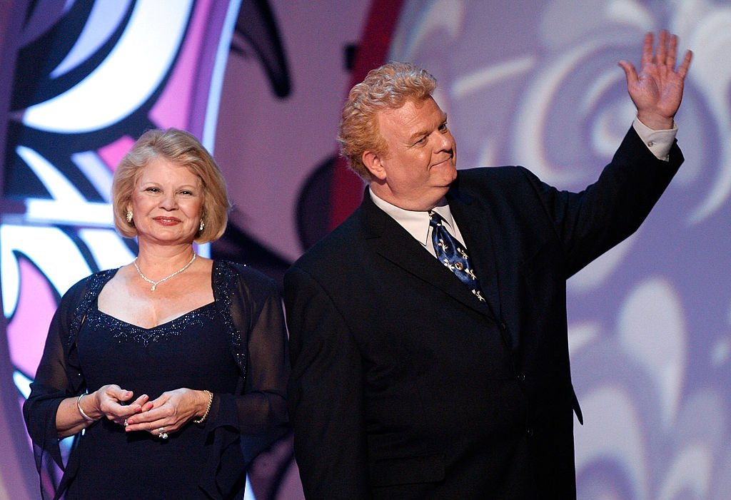 Kathy Garver and Johnny Whitaker wave to the audience onstage during the 5th Annual TV Land Awards held at Barker Hangar on April 14, 2007 | Photo: GettyImages