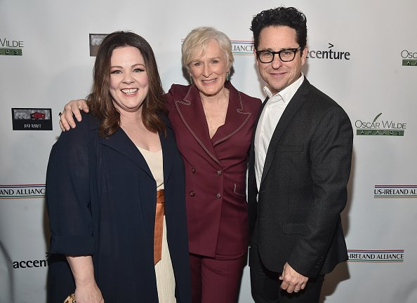 Melissa McCarthy, Glenn Close and JJ Abrams attend Oscar Wilde Awards 2019 on February 21, 2019 in Los Angeles, California. | Photo: Getty Images