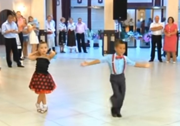 Quelle: YouTube/Танцюють всі!