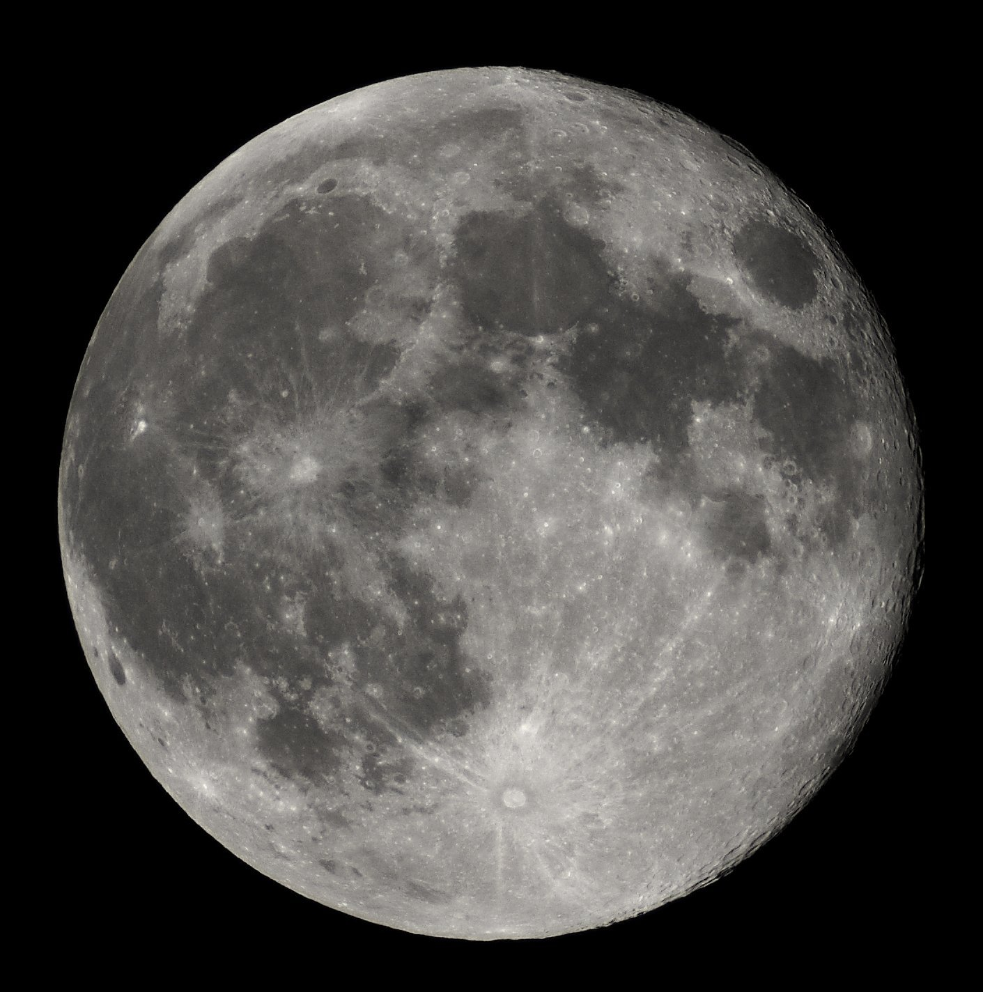 Nearly Full Moon view from Earth in Belgium, Hamois, on October 7, 2006 | Photo: Wikimedia Commons/Luc Viatour
