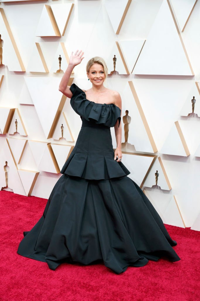 Kelly Ripa waved to the crowd as she arrived at the 92nd Oscars on Sunday, Feb. 9,2020 at the Dolby Theatre, in Hollywood California | Source: Rick Rowell via Getty Images