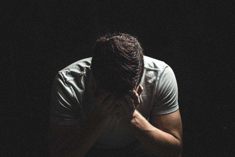Hombre sufriendo / Imagen tomada de: Pixabay