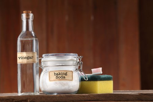 Vinegar and baking soda.| Photo: Shutterstock