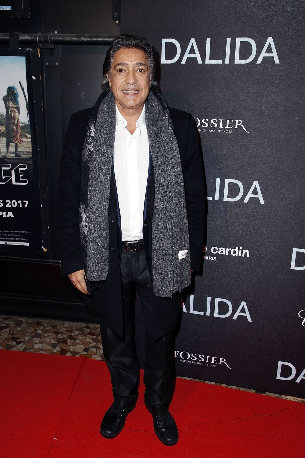 "Le chanteur Frédéric François assiste à la première de ""Dalida"" à l'Olympia le 30 novembre 2016 à Paris, France. 